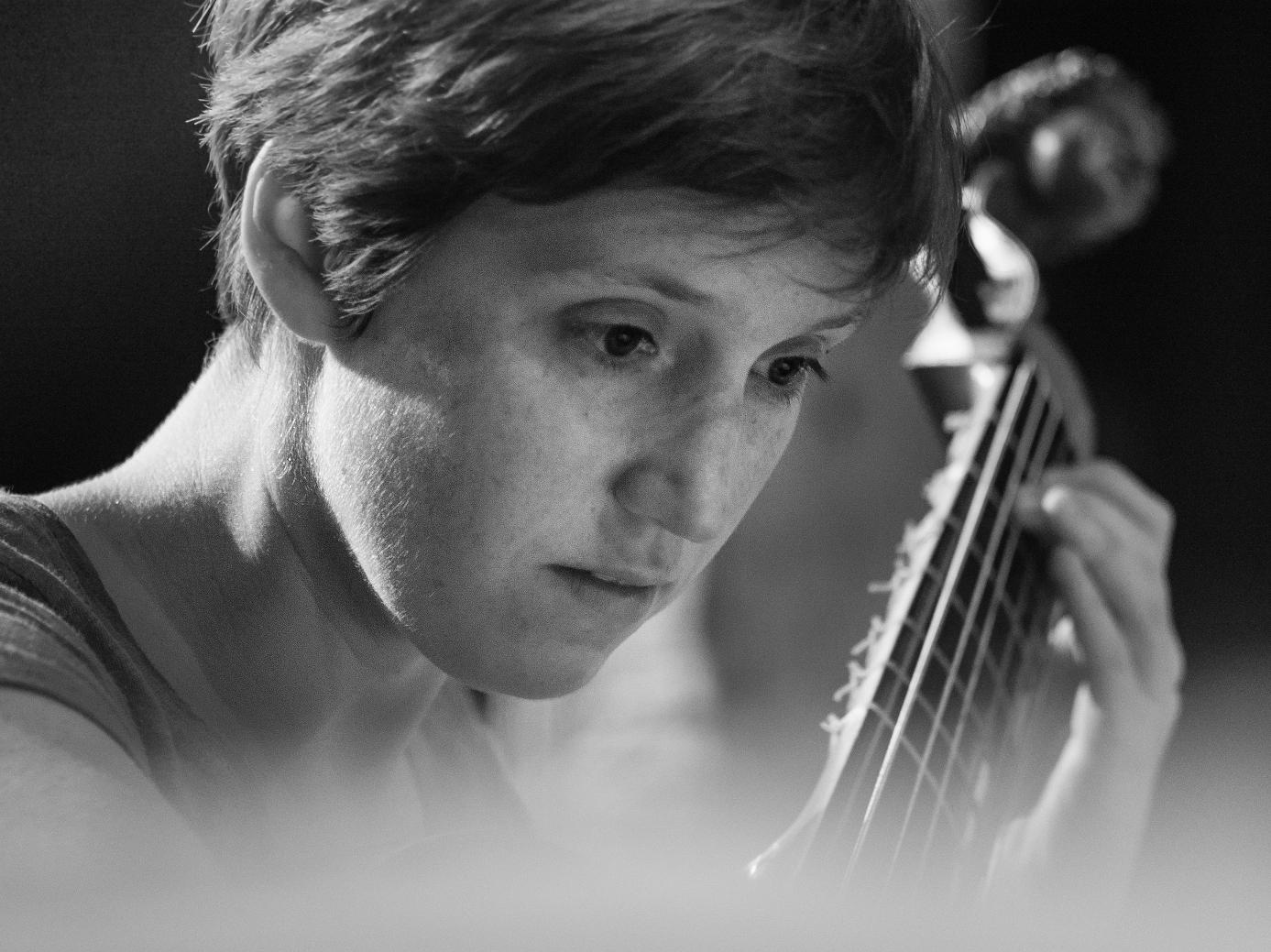 concert-hostel-dieu-LE-GUERN-Nolwenn-viole-de-gambe-crédit-Jean-Combier